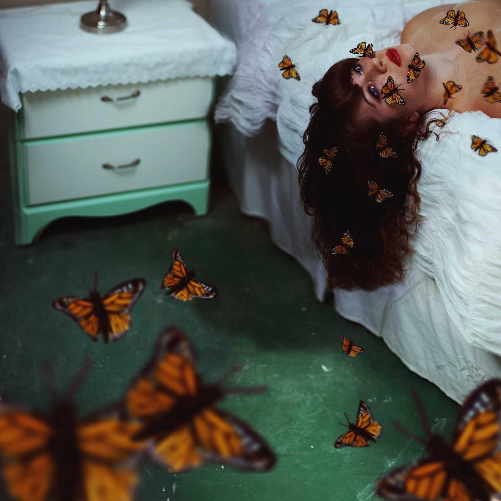 Умершие бабочки в животе картинки